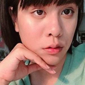 Debby Woo Headshot 4 of 4