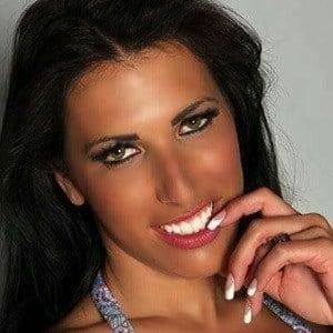 Debora Batista 3 of 6