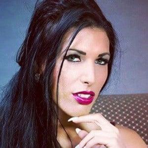 Debora Batista 4 of 6