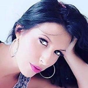 Debora Batista 5 of 6