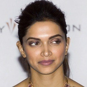 Deepika Padukone 3 of 7