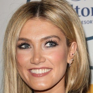 Delta Goodrem 7 of 9