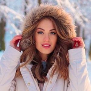 Denisa Vysnovska 2 of 6