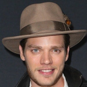 Dominic Sherwood 4 of 10