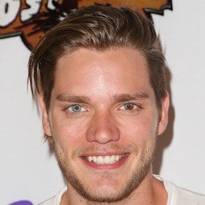 Dominic Sherwood 6 of 10