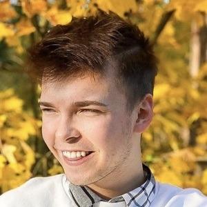 Dominik Lupicki Headshot 6 of 10