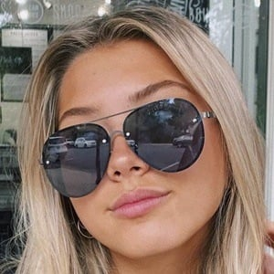 Dora Kryeziu Headshot 7 of 10