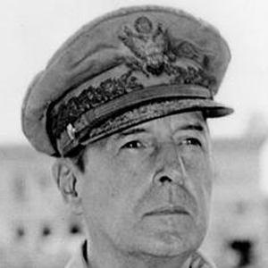Douglas MacArthur 2 of 4