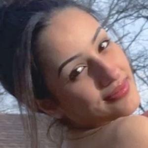 Dounya Zayer Headshot 2 of 10