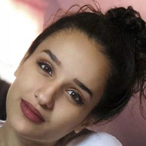 Dounya Zayer Headshot 10 of 10