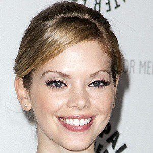 Dreama Walker 4 of 5