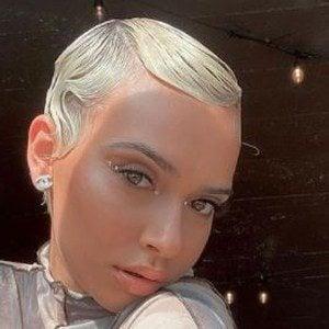 Dre Goldi Headshot 6 of 10