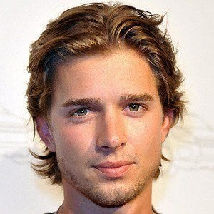 Drew Van Acker 3 of 8