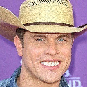 Dustin Lynch 2 of 9