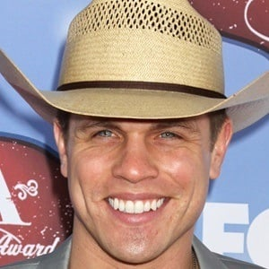 Dustin Lynch 9 of 9