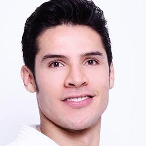Eduardo Ávila 2 of 4