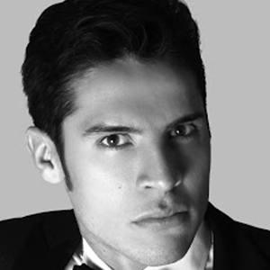 Eduardo Ávila 3 of 4