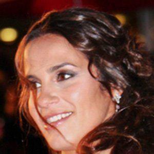 Elisa Tovati 2 of 4