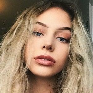 Eliza Rose 3 of 7