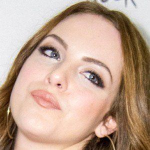Elizabeth Gillies 8 of 10