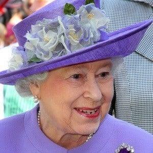Reina Elizabeth II 2 of 7