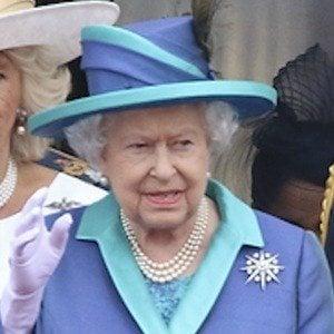 Reina Isabel II 3 of 10
