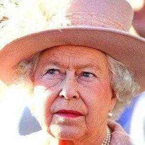 Reina Elizabeth II 3 of 7