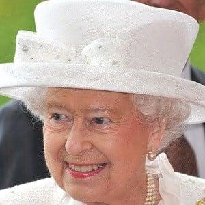 Reina Elizabeth II 5 of 7