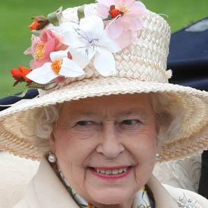 Reina Elizabeth II 7 of 7