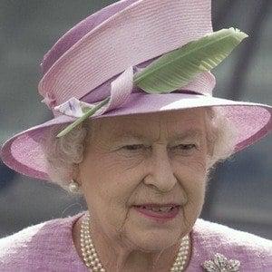 Reina Isabel II 9 of 10