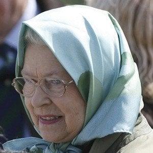 Reina Isabel II 10 of 10
