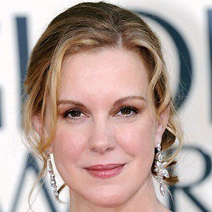 Elizabeth Perkins 2 of 9