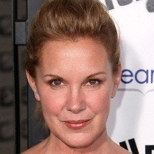 Elizabeth Perkins 4 of 9