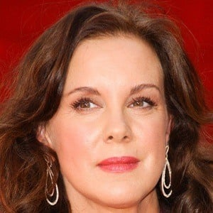 Elizabeth Perkins 7 of 9
