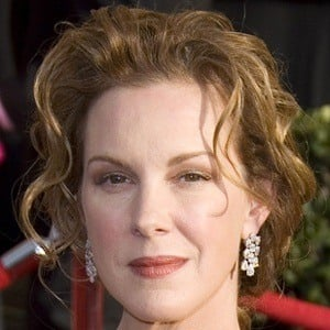 Elizabeth Perkins 8 of 9