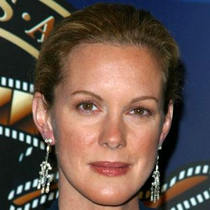 Elizabeth Perkins 9 of 9