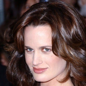 Elizabeth Reaser 7 of 10