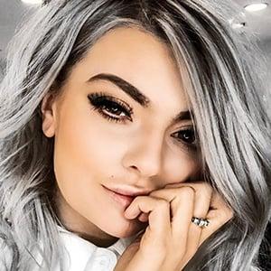 Ella Dvornik 3 of 6