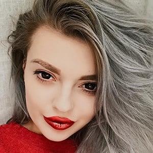 Ella Dvornik 6 of 6