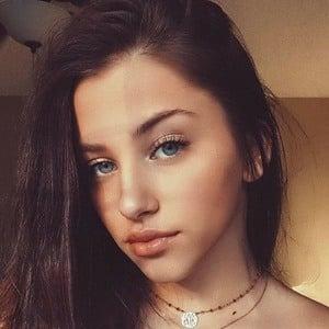 Elle Danjean 2 of 7