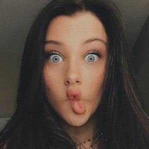 Elle Danjean 5 of 7