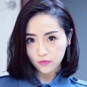 Elle Lee 4 of 6