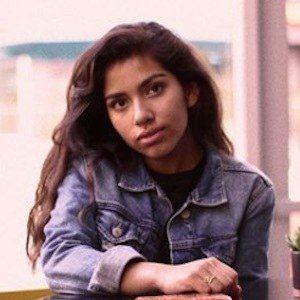 Ellie Hiyar 4 of 9