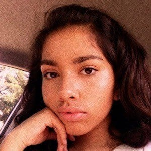 Ellie Hiyar 6 of 9