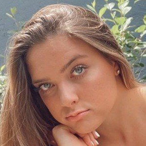 Ellie Wagner 5 of 10