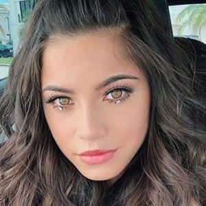 Emilia Mernes 2 of 5