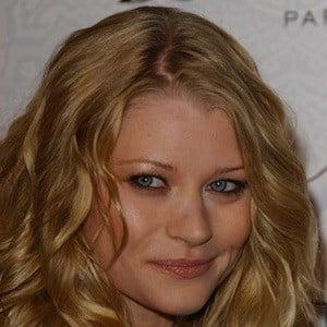 Emilie De Ravin 9 of 10