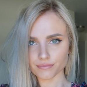 Emily Emmens 3 of 4