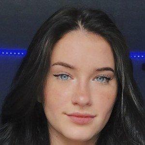 Emily Fitz Headshot 8 of 10