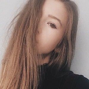 Emily Jade 4 of 5